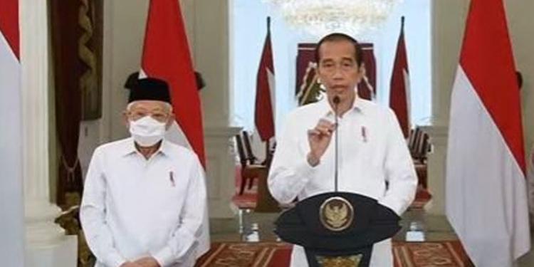 Presiden Jokowi memberikan keterangan pers terkait bintang jasa untuk awak kapal KRI Nanggala 402. (Tangkap layar Youtube Sekertariat Presiden)