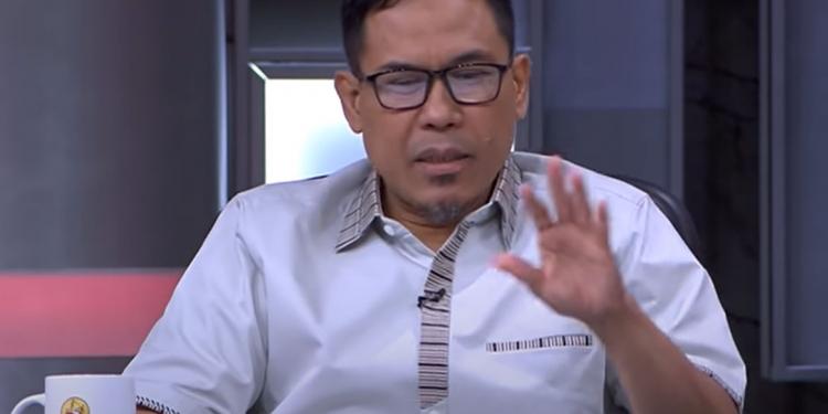 Munarman ditetapkan sebagai tersangka. (Tangkapan layar Youtube Narasi TV)