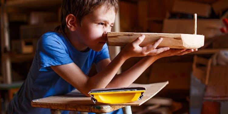 Menstimulasi kreativitas anak